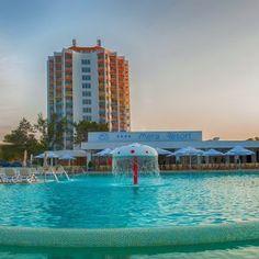 Enjoy your vacation in a wonderful destination. Enjoy Your Vacation, Marina Bay Sands, Venus, Hotels, Building, Outdoor Decor, Travel, Buildings, Viajes