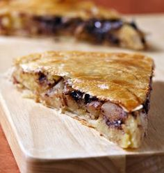 Galette des rois with frangipane, pears and chocolate - Ôdélices cooking recipes - - Köstliche Desserts, Dessert Recipes, Weird Food, Christmas Breakfast, Christmas Baking, Cheesecake Recipes, Food Dishes, Sweet Recipes, Foodies