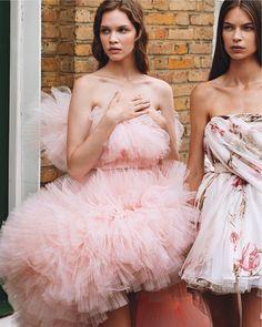 "3,016 Me gusta, 19 comentarios - Giambattista Valli Official (@giambattistavalliparis) en Instagram: ""Giambattista Valli Haute Couture 13 Gowns in @wmag October issue Ph. @alasdairmclellan Stylist…"""