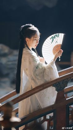Japanese Beauty, Asian Beauty, Portrait Inspiration, Character Inspiration, Geisha Art, Aesthetic Japan, Art Asiatique, Chinese Movies, Ancient Beauty