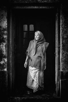 https://flic.kr/p/RB9P2a | Old lady, Vrindavan.