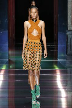 BALMAIN SPRING/SUMMER 2016 WOMENSWEAR SHOW  LOOK 2 — with Ysaunny Brito.