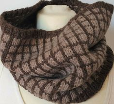 Great hand-knitted cowl for men. The yarn is made of wool and alpaca. Soft and warm and in colors that suit everyone and every outfit from suits and coats to jeans and a sweater or a jacket. Snood Scarf, Knit Cowl, Neck Scarves, Neck Warmer, Beanie Hats, Mittens, Hand Knitting, Crochet Hats, Pure Products