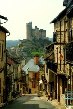 Aveyron : A beautiful mountain village and an old castle, Najac, France Places Around The World, Oh The Places You'll Go, Cool Places To Visit, Places To Travel, Around The Worlds, Travel Destinations, Beautiful World, Beautiful Places, Amazing Places