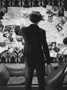 Find images and videos about sherlock, benedict cumberbatch and sherlock holmes on We Heart It - the app to get lost in what you love. Sherlock Holmes Bbc, Sherlock Fandom, Sherlock John, Sherlock Bored, Johnlock, Martin Freeman, Detective, Vatican Cameos, Mrs Hudson