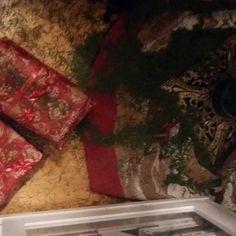 JOULU AIKA loppuu...LOPPIAINEN 6.1.2017. Joulukuusi ja koristeiden korjaus ja siivous Kodista. JOULUKUUSI Roskiin ja Mitä jäi jäljelle?.... Joulukuusen Havunneulaisia on ympäri kotia ja löytyy vielä pitkään, aiemman kokemuksen mukaan. Ihana ja Rakas JOULU, NYT VUOSI&ALKU 2017...HYMY #joulukuusi #joulu  #joulukalenteri #koti #sisustus #blogi #koristeet ⌚☺