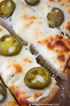 Jalapeno Popper Cheesy Garlic Bread New Year's Eve Appetizers, Appetizer Recipes, Cheesy Pull Apart Bread, Pan Relleno, Cheesy Garlic Bread, Jalapeno Poppers, Tortillas, Football Food, Game Day Food