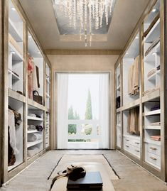 VIDRIOOO, top 10, tal vez en lugar de las paredes y techo de color crema, que sea blanco tal vez? o gris o verde oscuro musgo Contemporary-wardrobes-walkin-closet-designs-walk-in-closets_large