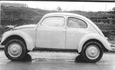 Looks like a Kommandeurwagen but hard to tell from the side….