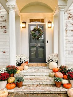 Tricks for decorating Fall porch steps   simple DIY projects you can do to cozy up your porch on a budget. Fall Home Decor, Autumn Home, Home Decor Ideas, Fall Entryway Decor, Craft Ideas, Mums In Pumpkins, Fall Mums, Boho Home, Porch Steps