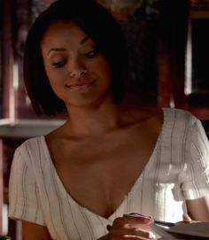 Outfit worn by Bonnie Bennett in The Vampire Diaries! Bonnie Bennett, Vampire Diaries, Latest Fashion Trends, Style Guides, Graham, Favorite Tv Shows, Celebrity Style, Celebrities, Outfits