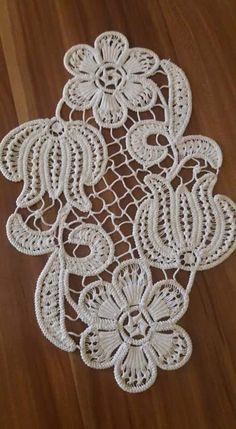 Crochet Doily Diagram, Crochet Doilies, Crochet Lace, Crochet Unique, Embroidery 3d, Diy And Crafts, Arts And Crafts, Bruges Lace, Romanian Lace