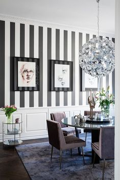 Striped dining room wall paper, modern yet cozy accessories living room Striped Accent Walls, Striped Room, Striped Wallpaper Living Room, Dining Room Walls, Living Room Decor, Home Room Design, House Design, Deco Cafe, Flur Design
