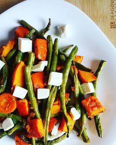 Pieczona dynia z fasolką  Jeśli brakuje Ci pomysłu co zabierać ze sobą, kiedy jesteś poza domem cały dzień i ratujesz się niezawodnymi kanapkami z szynką i serem – to propozycja idealna dla Ciebie! Takie warzywa możesz zapakować do lunchbox'a i cieszyć się zdrową przekąską, z dużą ilością błonnika. Świetnie też posłużą jako dodatek warzywny do porcji mięsa lub ryby, wtedy możesz śmiało zrezygnować z ziemniaków czy ryżu, gdyż dynia zapewni na długo uczucie sytości.  Zresztą, spróbuj sam!