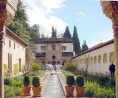 Excelente página para el que planifica viajar a España.  Realmente impresionantes los monumentos.  Aquí se puede observar el Palacio del Generalife (Granada) Arte Nazarí.