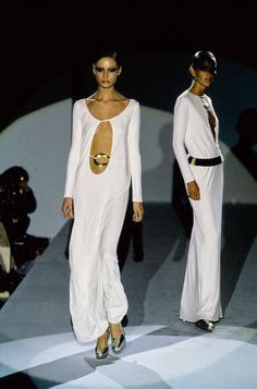 Trendy Beachwear for the Summer - Gucci Fall 1996 Ready-to-Wear Fashion Show - Kate Moss - Flashmode Middle East Couture Fashion, 90s Fashion, Runway Fashion, High Fashion, Fashion Show, Fashion Looks, Vintage Fashion, Vintage Gucci, Fall Fashion