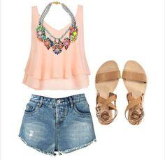 Mini shorts vaqueros con top rosa palo #elplanetadelasmarcas.es #welovefashion #veranito #calor