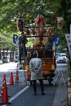 編集者が思うに、日本人はやっぱり着物ですよ!見て下さいよ粋が良すぎ。メッチャかっこいいと思いますもん。いなせじゃないです~? 編集者の趣味でした。(笑)山王祭でした。