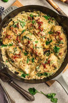 Keto Tuscan Garlic Chicken Life Made Keto - Keto Recipes - Ideas of Keto Recipes - Close up of Creamy Sun-Dried Tomato Chicken in pan Ketogenic Diet Meal Plan, Ketogenic Recipes, Diet Recipes, Chicken Recipes, Cooking Recipes, Smoothie Recipes, Dessert Recipes, Keto Chicken Thigh Recipes, Keto Chicken Thighs