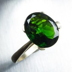 2cts Natural Russian Chrome Diopside vivid green oval cut by EVGAD
