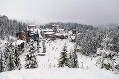 Bosna Hersek'in orta kesiminde bulunan Vlasic Dağı, mevsimin ilk karının yağmasının ardından kayak sezonuyla buluştu. Son dönemde ülkede etkili olan kar yağışıyla birlikte Vlasic Dağı beyaz örtüyle kaplanırken, bosnalılar erken açılan kayak sezonunun keyfini çıkardı.