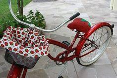 A bike I would ride.a strawberry bike.though I prefer a banana seat decorated like a strawberry on my bike, please. Strawberry Kitchen, Strawberry Farm, Strawberry Shortcake, Full Strawberry Moon, Strawberry Fields Forever, Custom Velo, Strawberry Decorations, Dream Life, Bicycle