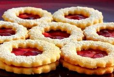 Linecké cukroví Onion Rings, Good Mood, I Foods, Christmas Cookies, Rum, Waffles, Biscuits, Food And Drink, Yummy Food
