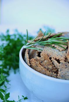 Delicious crispy crackers with seeds and rosmary, the easiest recipe!