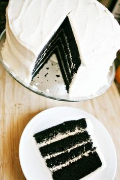 Black velvet cake - perfect for goth themes, Halloween, or just a classy cake Just Desserts, Delicious Desserts, Yummy Food, Cupcakes, Cupcake Cakes, Black Velvet Cakes, Black Velvet Cake Recipe, Black Cake Recipe, Red Velvet