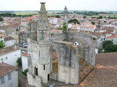 Eglise St Martin de Ré, Ile de Ré, Poitou-Charentes, www.visit-poitou-charentes.com/en/La-Rochelle-Ile-de-Re/Ile-de-Re