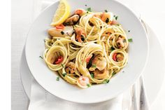Kijk wat een lekker recept ik heb gevonden op Allerhande! Spaghetti met zeevruchten en chili-olie