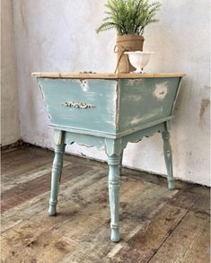 Green Painted Furniture, Blue Furniture, Paint Furniture, Furniture Projects, Vintage Furniture, Diy Pins, Vintage Green, Pottery Barn, Paint Colors