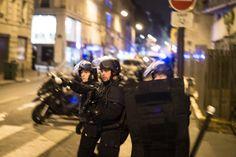 Aanslagen Parijs. De wereld kijkt naar Parijs. Een verzameling foto's van deze afschuwelijke terreur daad.