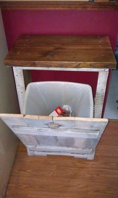 Amazing uses for Old Pallets -Hide your garbage bin We've been wanting something similar, just with a top open rather than on the side really like this for the recycling bin!