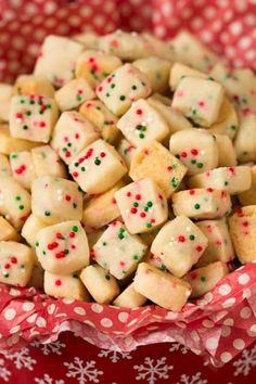 Best Christmas Desserts That Every One of Your Holiday Guests Will Love Funfetti Shortbread Bites. These fun little shortbread bites are perfect for the holidays. Made with Christmas sprinkles they make great gifts or snacks for parties. Christmas Desserts Easy, Christmas Sprinkles, Christmas Snacks, Christmas Cooking, Christmas Pies, Classy Christmas, Baked Gifts For Christmas, Easy Desserts, Christmas Squares