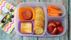 Deli Meat and Cheese Lunch Box - packed in Snack Boxes Healthy, Easy Lunch Boxes, Lunch Box Recipes, Lunch Snacks, Healthy Meals For Kids, Kids Meals, Lunch Ideas, Box Lunches, Fruit Snacks