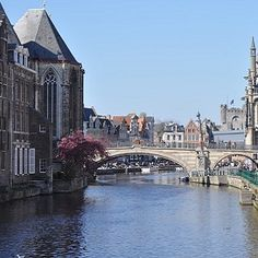 At Ghent Christmas Market, you can enjoy the best of the city's sights, whilst sampling the delights of the region's food and drinks, such as chocolates, cookies and local specialities