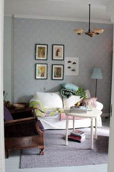 my favorite blog: Niinan unelmia Upholstery, Gallery Wall, Lily, Couch, Traditional, Living Room, Lifestyle, Architecture, Furniture