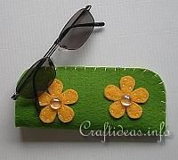 Fabric and Sewing Crafts - Felt Glasses Case Felt Crafts, Fabric Crafts, Crafts To Make, Sewing Crafts, Felt Case, Sewing Projects For Kids, Felt Projects, Sewing Ideas, Craft Patterns