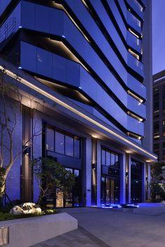 44 Ideas Exterior Facade Lighting Entrance For 2019 Arch Building, Building Exterior, Building Facade, Entrance Design, Facade Design, Exterior Design, Exterior Siding Colors, Best Exterior Paint, Facade Lighting