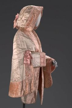 Накидка - неизменная спутница дамы  1840