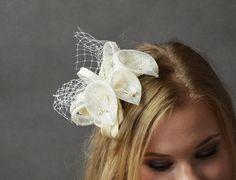 Ślubny fascynator z trzema liliami. Oryginalny i... fascynujący :)  Dostępny w Madame Allure!