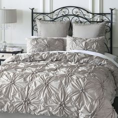 Our Savannah Bedding gathers crisp 100% cotton in a pattern of flowers on a field of diamonds. Inside ties at all four corners keep your duvet from shifting, while shams feature tie backs and decorative welting. The ruche is on.