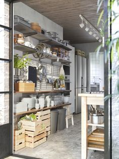 Need to have recommendations in addition to great tips on kitchen decor? Industrial Kitchen Design, Ikea Kitchen Design, Ikea Kitchen Cabinets, Kitchen Shelves, Kitchen Decor, Home Staging Cuisine, Ikea Pantry, Kitchen Modular, Minimalist Kitchen