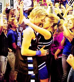 Chad Michael Murray (Lucas Scott) & Hilarie Burton (Peyton Sawyer-Scott) - One Tree Hill