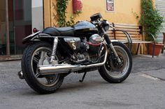 Guzzi Moto Guzzi Motorcycles, Cars And Motorcycles, Planes, Guzzi V7, Cafe Racer Bikes, Cool Bikes, Bobber, Motorbikes, Classic Cars