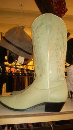 Leather DINGO cowboy boots sz 8.5    sunnymoonboutique.com