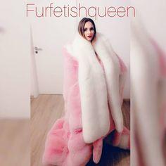 A majestic fur for a majestic lady👸🏼 Fox Fur Jacket, Fox Fur Coat, Fur Coats, Diva Fashion, Fur Fashion, Chinchilla Fur Coat, Videos Instagram, Fur Bedding, Fabulous Furs