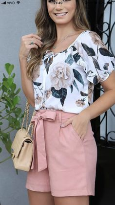 Look con shorts para mujeres maduras | Tendencias 2019 - 2020 Casual Dresses, Casual Outfits, Cute Outfits, Fashion Outfits, Womens Fashion, Short Outfits, Summer Outfits, Birthday Dress Women, Look Con Short