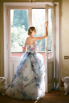 floral print wedding dress / http://www.deerpearlflowers.com/floral-wedding-dresses/